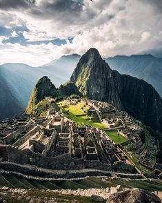 We make time to travel to Machu Picchu during our ten day summer volunteer trip. This beautiful shot could be yours in July! Machu Picchu, Places To Travel, Places To Go, South America Map, Peru Travel, Hawaii Travel, Italy Travel, Destination Voyage, Best Hikes