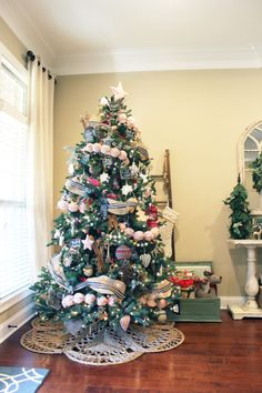 Traditional Rustic Christmas Decor Christmas Tablescapes, Christmas Mantels, Primitive Christmas, Country Christmas, Magical Christmas, Christmas Fun, Tree Decorations, Christmas Decorations, Holiday Decor
