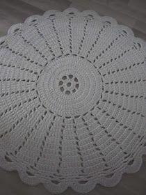 Thelma`s: Virkatut matot Floor Rugs, Flooring, Crochet Carpet, Farmhouse Rugs, Bedroom Decor, Rag Rugs, Trapillo, Crocheting, Dots