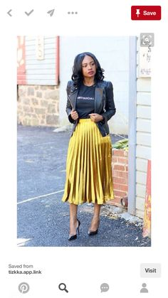 🖤 ​​How to choose your pleated midi skirt? Tips and ideas on outfits stylee. pleated midi skirt + leather jacket + black t-shirt # jupemidiplissée Metallic Skirt Outfit, Yellow Skirt Outfits, Midi Skirt Outfit, Pleated Midi Skirt, Silk Skirt, Metallic Pleated Skirt, Overalls Outfit, Pink Outfits, Yellow Dress