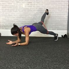 Happy Monday! Here is a perfect #bodyweight workout you can add over the #Holidays . Complete 30 seconds each move. Use mini band to increase intensity. Repeat up to 8 times.  _  1. Walkout + Spiderman Pushup  2. RDL to Lateral Lunge  3. Bear Crawl + reach  4. Lateral quick feet to Burpee Jacks 5. Plank Hold +Leg Lift  6. 180 Squat Jumps  ____________  Feliz lunes! Aquí es un entrenamiento perfecto de peso corporal que puedes añadir durante las vacaciones. Completa  30 segundos cada…