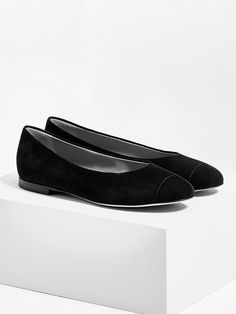 aeyde collection n02 ALEX - a round-toe flat made from finest Italian suede in classic black. The minimal heel, and just the right amount of coverage make it a summer no-brainer.