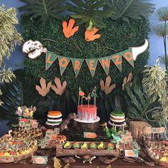 Festa Dinossauro: 45 ideias e tutoriais para um evento cheio de aventura Festa Jurassic Park, Dinosaur Cake, Birthday Cake, Birthday Parties, Party, Luigi, King, Dinosaur Birthday Party, Kid Birthdays