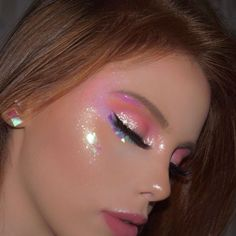 Easy Eye-Catching makeup looks that can make all the difference - Inspired Beauty You can never have to much glitter make up cute Cute Makeup Looks, Makeup Eye Looks, Creative Makeup Looks, Pretty Makeup, Glitter Makeup Looks, Glitter Eyeshadow, Gorgeous Makeup, Pastel Eyeshadow, Different Makeup Looks