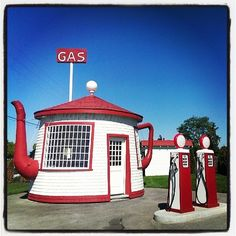 This teapot station in Zillah, Washington: | 15 Unique Gas Stations Around The World See all the fun road side sights in America....a must do.