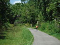 Here Are The 12 Most Beautiful Bike Paths In Ohio to Erie Trail (Cleveland) Bike Path, Road Bike, Mountain Bike Trails, Day Trips, Paths, Places To Go, Cleveland, Cincinnati, Women's Cycling