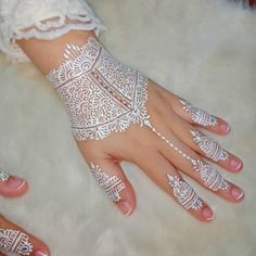 Waterproof white henna for Akad Nikah Fashion Fashionist Design Fashions Statement Ideas Gifts Dress Clothes Hats Comfort Men Women Girls Boys Shirts Pants Slacks Prom Pictures Photos Henna Tattoo Hand, Henna Tattoo Designs, Henna Art, Bridal Henna Designs, Wedding Mehndi, White Henna, Simple Henna, Henna Patterns, Wedding Preparation