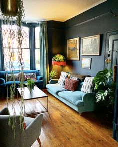 Victorian terrace house: Carol's home is full of colour, art and antique finds Dark Green Living Room, Dark Living Rooms, New Living Room, My New Room, Living Room Interior, Living Room Decor, Blue Living Room Walls, Small Living, Victorian House Interiors