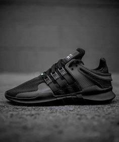 ADIDAS ORIGINALS EQT SUPPORT ADV - MEN'S SHOES Running Sneakers, Running Shoes For Men, Sneakers For Sale, All Black Sneakers, World Of Fashion, Sneakers Fashion, Runway Shoes, Men Running Shoes