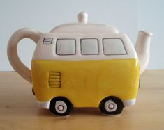 Yellow/White VW Teapot click now for info. Transporteur Volkswagen, Vw T1, Coffee Cups, Tea Cups, Teapots Unique, Vintage Teapots, Teapots And Cups, Chocolate Pots, Cute Mugs