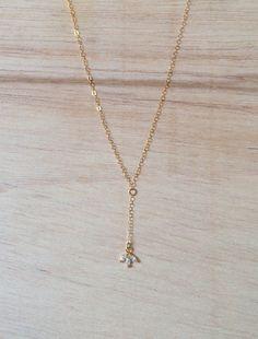 """Collar en """"Y"""" chapado en oro con pequeño dije de flor brillante - Zirconio y baño de oro"""