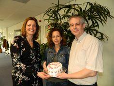 Frank en Angelique zijn verrast met een heerlijke zelfgemaakte taart door collega Pien.