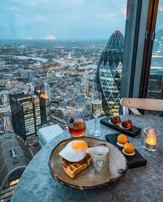 Credit to @greatbritishfood : How do you like your eggs in the morning? We like ours with a view 😉 beautifully photographed by @mrlondon 📸  ⠀⠀⠀⠀⠀⠀⠀⠀⠀ The fabulous Duck & Waffle (@duckandwaffle) offer their twist on traditional British cuisine around the clock. So you can have duck at dawn, nibbles at noon, or a sparkling wine at sunset. Just remember to book in advance! ⠀⠀⠀⠀⠀⠀⠀⠀⠀ Would you like to try eating here? _____________________ 📸: @mrlondon #GREATBritishFood