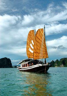 Jonque privee Bhaya pour les couples en baie d'halong, Vietnam http://www.jonque-baiehalong.com