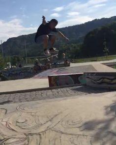 Instagram #skateboarding video by @valentinobonelli21 - Backsideheelflip transfer #backsideheelflip #skate #skateboarding #skateanddestroy #followme #nikesb #primitive. Support your local skate shop: SkateboardCity.co