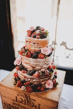 Wedding Cake: the naked cake - Hi girls ! I suggest you whet your appetite with these pretty wedding cakes. Naked cake, you know? Is this the kind of cake you would like to have for your wedding? Here is an article Berry Wedding Cake, Red Wedding, Rustic Wedding, French Wedding, Naked Wedding Cake With Fruit, Cake Wedding, Wedding Reception, Wedding Venues, 1940s Wedding