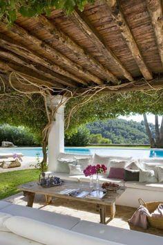 jardin moderne avec patio et piscine