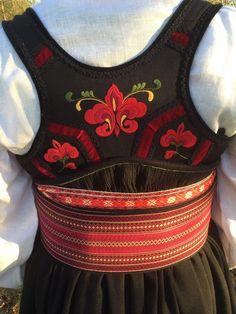 FINN – Ny Beltestakk Bunad selges, ubrukt og lekker Folk Costume, Costumes, Costume Ideas, Norwegian Clothing, Minimal Wardrobe, Frozen Costume, Bridal Crown, Ethnic Fashion, Doll Patterns