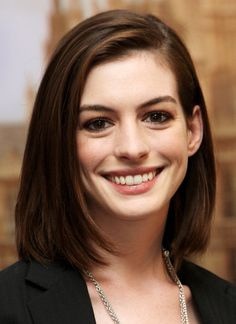 Images of Anne Hathaway Medium Hair Mom Hairstyles, Pretty Hairstyles, Braided Hairstyles, Medium Hair Styles, Curly Hair Styles, Alternative Hair, Wedding Hair Down, Haircut And Color, Belleza Natural