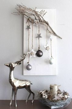 Edle Weihnachtswanddeko! Holzbrett nat�rlich dekoriert mit einem Rebenast, Sternen aus Birke, Holzsternen, Kugeln und Engelshaar! Preis 34,90%u20AC:
