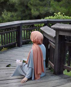 We are all confused b/w ego and self-respect but there is big difference between them is lea to Ek cheez (self-respect) ka Deen Mai bar bar hukam hai or Ek cheez (ego) ko Haram iqrar dea. Arab Girls Hijab, Muslim Girls, Hijabi Girl, Girl Hijab, Hijab Style Tutorial, Hijab Fashionista, Hijab Cartoon, Islamic Girl, Hijab Fashion Inspiration