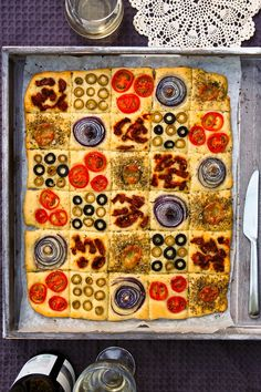 "Tilkkutäkkileipä / ""Patchwork bread"" Pepperoni, Vegetable Pizza, Food And Drink, Bread, Baking, Vegetables, Cakes, Scrappy Quilts, Cake Makers"