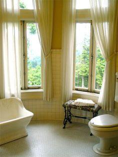 7 Wonderful Small Bathroom Ideas Using Curtains Photo Ideas Small Bathroom Window, Small Window Curtains, Bathroom Window Curtains, Bathroom Windows, Small Windows, Bay Window, Master Bathroom, Window Design, Window Coverings