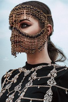 Tribal Face Chain Golden Regina, Burka-Gesichtsmaske - k Cara Tribal, Tribal Face, Face Jewellery, Body Jewelry, Jewelry Shop, Head Jewelry, Vintage Jewellery, Antique Jewelry, Jewelry Accessories