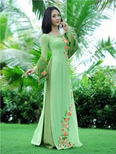 "ao dai for called an ""Aoi Dai"" vietnamese long dress; looks comfortable & soft! Vietnamese Traditional Dress, Vietnamese Dress, Traditional Dresses, Ao Dai, Pakistani Dresses, Indian Dresses, Beautiful Dresses, Nice Dresses, Moda Formal"