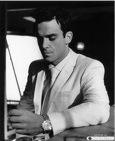 Listen to music from Robbie Williams like Angels, Feel & more. Find the latest tracks, albums, and images from Robbie Williams. Robbie Williams, Stoke On Trent, Stupid Videos, Spanish Men, Raining Men, Comme Des Garcons, Dream Guy, Celebs, Celebrities