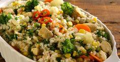 Aprenda a preparar a receita de Arroz integral com frango e legumes