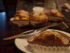 Cruffs Suriname Food, Menu Restaurant, Dessert Recipes, Desserts, Tasty Dishes, Muffin, Breakfast, Tailgate Desserts, Morning Coffee
