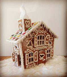 Today a journalist came by to talk to me about gingerbread houses! So I made one that will soon be published in a paper! This is a big passion of mine ❤
