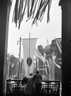 1936 Berlin, Ausblick vom Potsdamer Bahnhof zum Hotel Fürstenhof am Potsdamer Platz, Olympiade, 3. August 1936, Willy Pragher Potsdamer Platz, Mixed Emotions, Wish You Are Here, Olympic Games, Historical Photos, Twilight, 1930s, Olympics, Times Square