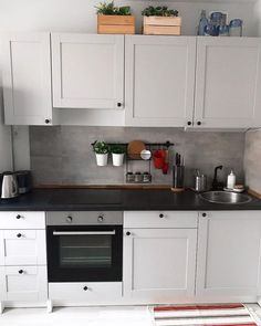 6 ideas for choosing or relooking your kitchen credenza - My Romodel Home Decor Kitchen, New Kitchen, Home Kitchens, Kitchen Design, Knoxhult Ikea, Kitchenette, Kitchen Styling, Kitchen Remodel, Kitchen Cabinets