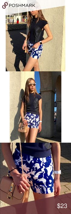 """[zara] blue floral shorts It looks and feels like linen but it's 98% cotton, 2% elastane. Looks great with everything! Side zip pocket, 3"""" inseam. Excellent condition. Zara Shorts"""