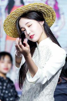 South Korean Girls, Korean Girl Groups, Nancy Jewel Mcdonie, Fans Cafe, Rapper, Actresses, Female, Celebrities, Beauty