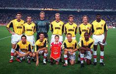 Arsenal e Sega World Football, Iconic Photos, Arsenal, Memories, Sports, Geek Stuff, Twitter, Football Shirts, Memoirs