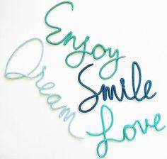 Para o quartinho dos pequenos! Enjoy! Dream! Smile! Love! #handmade #tricot #instadecor #instababy #instakids