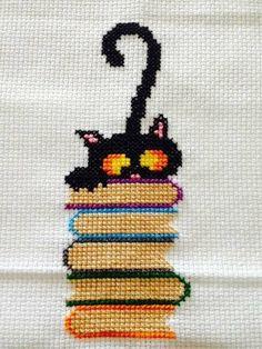 56 New Ideas For Crochet Cat Bookmark Pattern Punto Croce Cat Cross Stitches, Cross Stitch Bookmarks, Cross Stitch Alphabet, Cross Stitch Animals, Cross Stitch Charts, Cross Stitching, Cross Stitch Embroidery, Embroidery Digitizing, Disney Cross Stitch Patterns