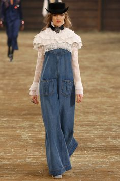 Chanel Pre-Fall 2014 - Runway Photos - Fashion Week - Runway, Fashion Shows and Collections - Vogue Chanel Fashion, Denim Fashion, High Fashion, Fashion Show, Womens Fashion, Fashion Design, Runway Fashion, Fall Fashion, Moda Chanel