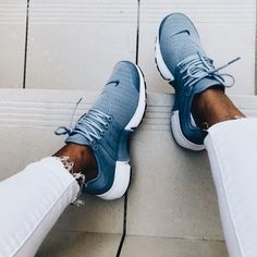 Running Shoes Nike, Running Sneakers, Shoes Sneakers, Nike Tennis Shoes, Roshe Shoes, Nike Roshe, Sports Shoes, Nike Workout Shoes, Cool Nike Shoes