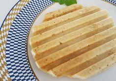 Em uma tigela, misture todos os ingredientes. Depois, coloque no grill e deixe dourar (3 a 5 minutos aproximadamente). Sugestão da Mônica: você pode comer o pãozinho com ovo, geleia ou queijo branc…