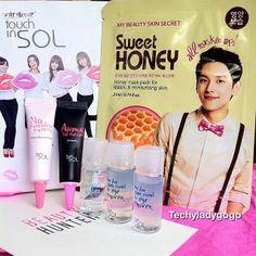 แกะกล่อง BEAUTYHUNTER เดือนพฤษภาคม 2014 เป็นกล่อง exclusive แบรนด์ touch in sol จากเกาหลี theme 'Perfect Skin Like a Seoul Girl' ผิวสวยดั่งสาวเมืองโซล มีขนาดทดลอง 5 สิ่ง ... - here for you lip & eye remover ลบเครื่องสำอางรอบตาและปาก - it's just cleansing water เช็ดหน้าชนิดน้ำ - no poreblem primer ไพรมเมอร์ปกปิดรูขุมขน - advanced real moisture liquid foundation รองพื้น - my beauty skin secret honey mask มาส์คชีทน้ำผึ้ง