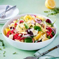 Wir lieben Nudelsalat. Er lässt sich einfach zubereiten und vielseitig kombinieren. 21 köstliche Rezepte, von klassisch mit Mayo bis mediterran mit Antipasti.