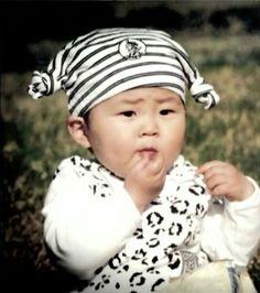 Xiumin childhood Kim Minseok Exo, Exo Ot12, Exo Xiumin, Park Chanyeol, Exo Anime, Exo Monster, Xiuchen, Kim Min Seok, Exo Memes