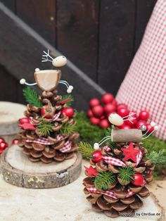 Toller ChriSue Onlineshop Artikel Funny moose on pinecone Kids Christmas Ornaments, Wooden Christmas Trees, Christmas Time, Christmas Wreaths, Christmas Crafts, Christmas Decorations, Xmas, Holiday, Diy Pour Enfants