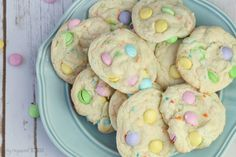 These Spring Funfetti Cake Cookies for Easter are soft and delicious, Funfetti cake mix recipes make the perfect Easter Cookies, Make these easy to make Easter M&M Cookies for a spring brunch or fun spring treat, Easter Funfetti Cake Cookies are The Best! Easter Cupcakes, Easter Cookies, Easter Treats, Christmas Cookies, Funfetti Cake Mix Cookies, M M Cookies, Pudding Cookies, Cookie Icing, Cookie Bars