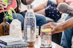 Maden Suyu Sizin İçin İyi mi? İşte Bilmeniz Gereken Faydaları   Hayat Bilgileri Carbonated Drinks, Sugar In Drinks, Hdl Cholesterol, Water Retention, Bone Density, How To Eat Less, Natural Flavors, Drinking Water
