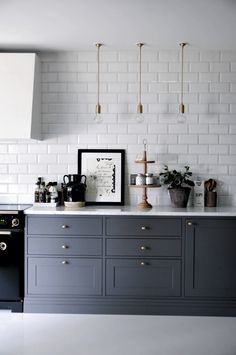 6 Unbelievable Tricks Can Change Your Life: Easy Backsplash Design Room slate backsplash Herringbone Backsplash stone backsplash slab. Diy Kitchen Cabinets, Kitchen Interior, Kitchen Space, Chic Kitchen, Diy Kitchen Cabinets Painting, Kitchen Cabinets, Kitchen Decor, Kitchen Dining Room, Diy Kitchen